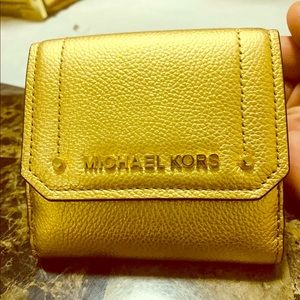 Michael Kors Hayes Trifold Coin Case Wallet Gold